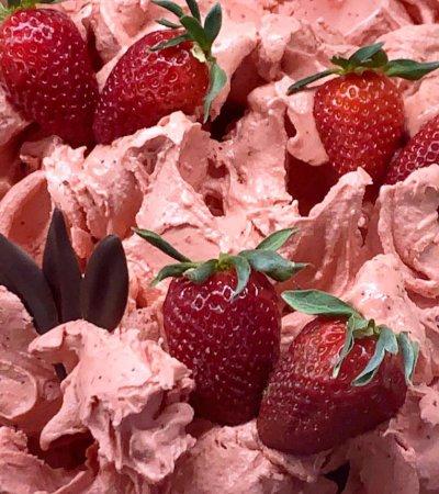 z. B. Erdbeer-Eis